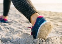 How To Choose The Best Shoes For The Beach Walking? (Buyer Guideline)